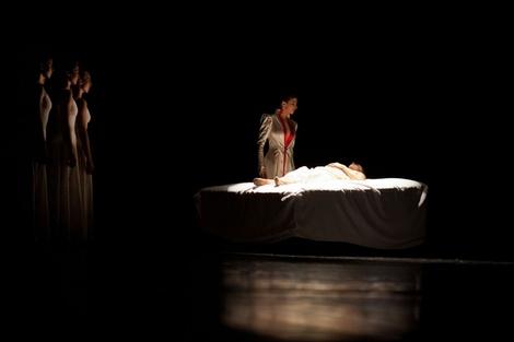 Lady Capulet grieves Juliet