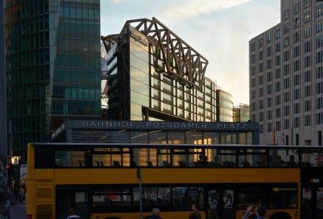 Bahnhof Potzdamer Platz in motion
