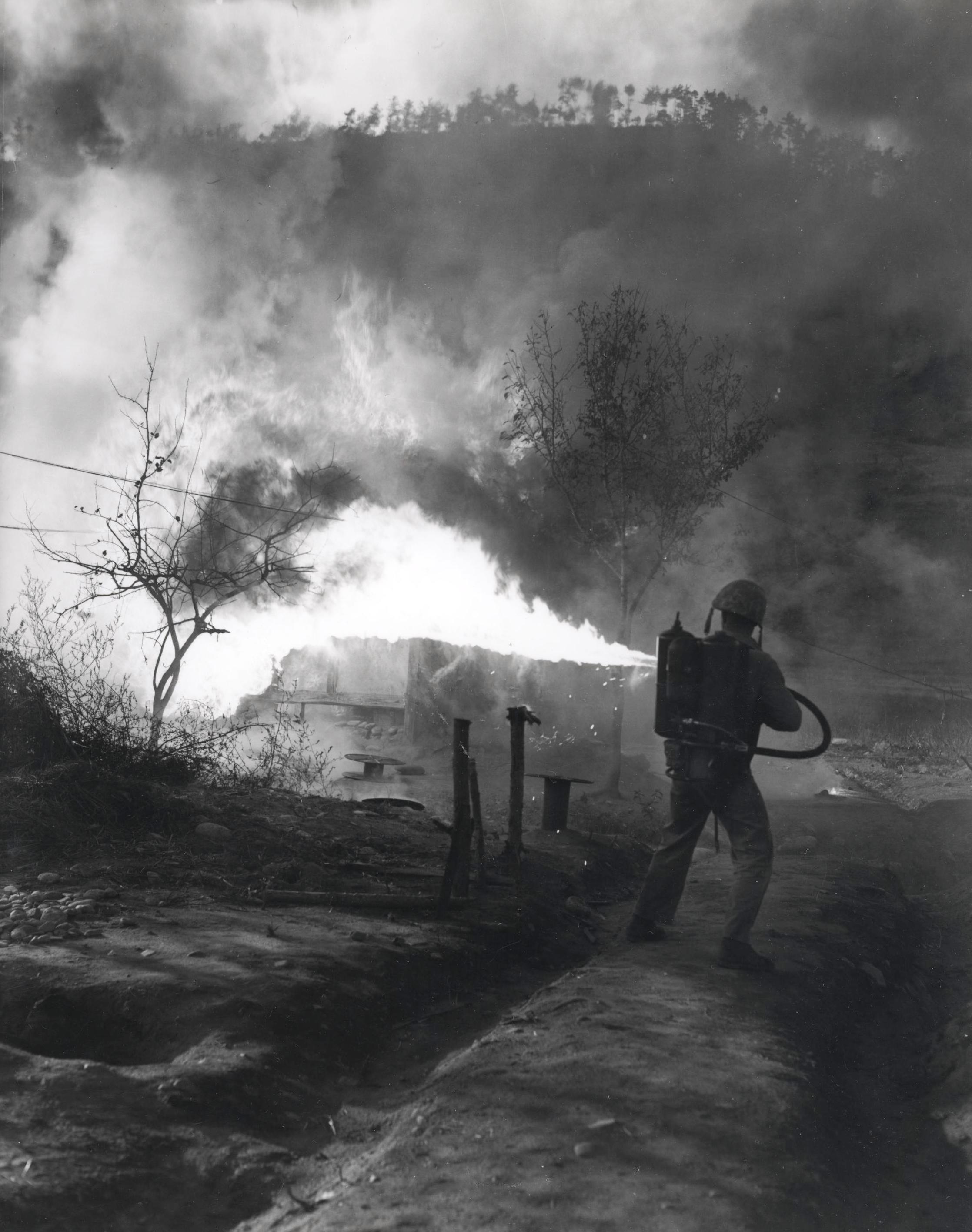 US-marine-with-flamethrower.jpg